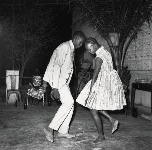 Malick Sidibé - Nuit de Noël (Happy Club), 1963