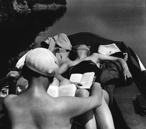 Jacques Henri Lartigue - Bibi et Michèle Verby, Lac d'Aix-Les-Bains, 1928