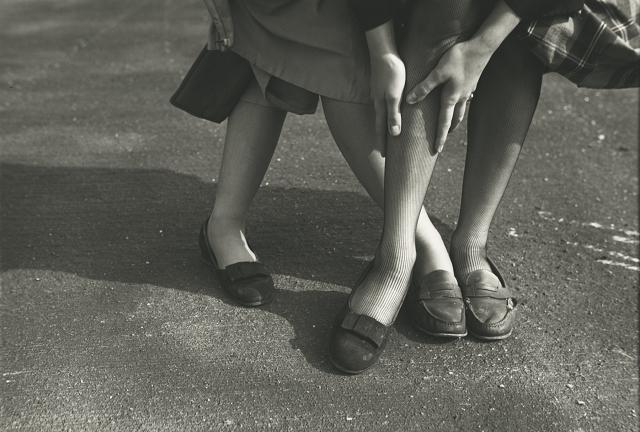 Saul Leiter - Kathy and Gloria (variant), ca. 1949