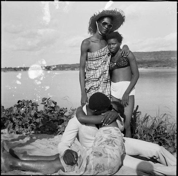 Malick Sidibé - Les retrouvailles au bord du fleuve Niger, 1974