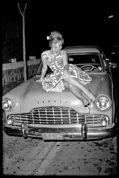 Jean Depara - La Dame Européenne à Kinshasa, 1960