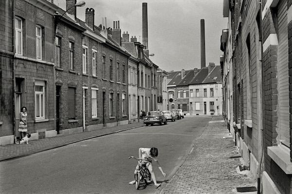 Harry Gruyaert - Belgium, Vilvoorde, 1975
