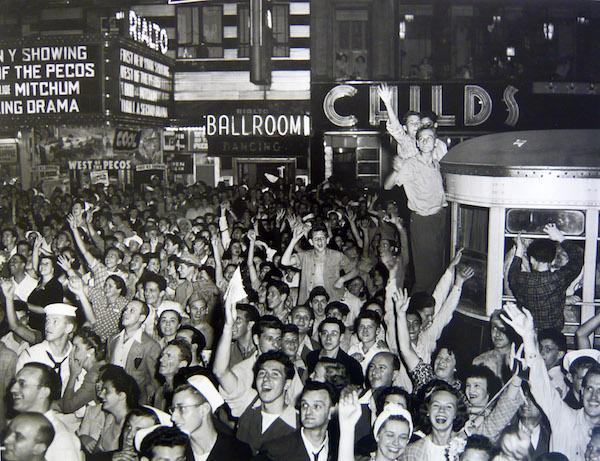 Arthur Leipzig - V.E. Day, Times Square, 1945