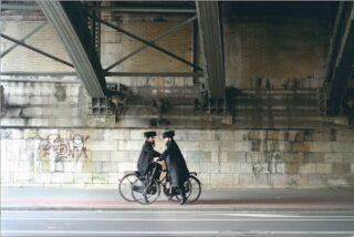 Dan Zollmann - Deux vélos sous un pont, 2010-11