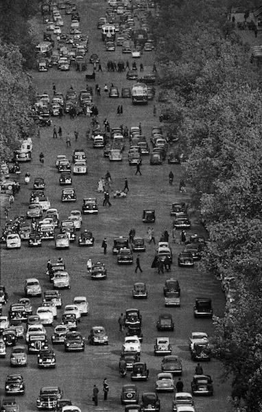 Frank Horvat - Paris Champs-Elyseés C, 1956