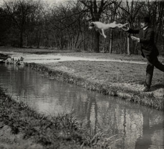 Jacques Henri Lartigue - Mr. Folletête (Plitt) et Tupy, Paris, 1912