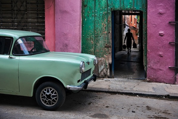 Steve McCurry - Russian Car in Old Havana, 2010