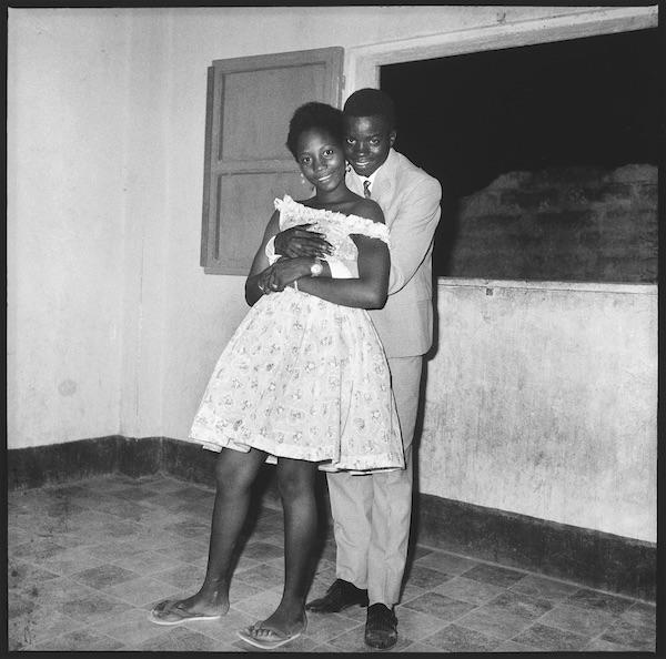 Malick Sidibé - Très content de te serrer dans mes bras, 1963